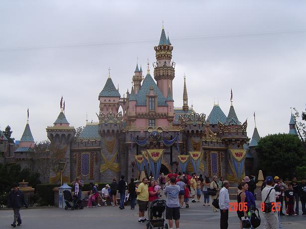 50周年の眠れる森の美女の城