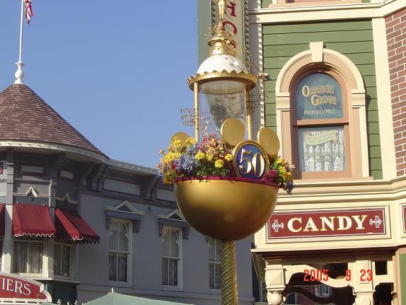 街灯も50周年デコレーション