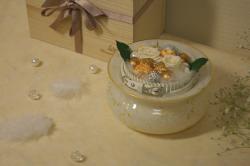 手元供養のためにデザインされたガラスの骨壺「ETERNO」