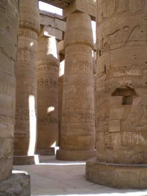 ルクソールの神殿の巨大柱郡