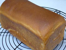 さつま芋&ごまロールパン