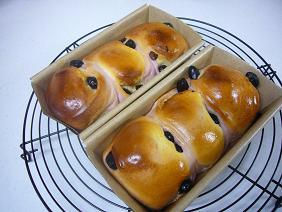 紫芋と黒豆パン