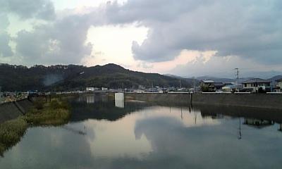 川越しの空-横