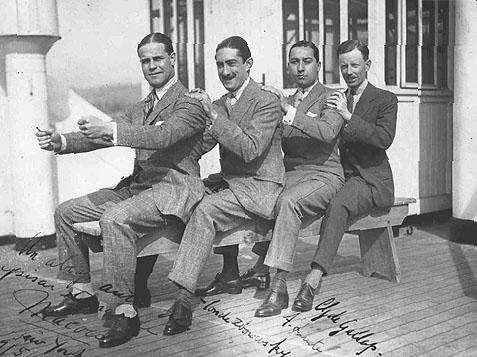 Zboroswki伯爵(左から2番目)とClive Gallop大佐(右)