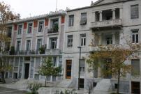アクロポリスで見かけたアパート(大理石でできている)