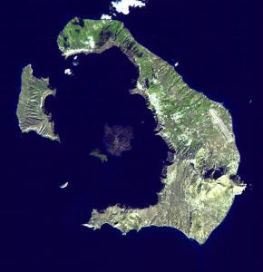NASAの写真。三日月形の島がサントリーニ島
