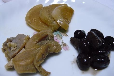 黒豆とカブの煮物とかしわの煮付け