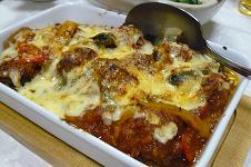ミートボールのトマトソース煮込みのチーズ焼き