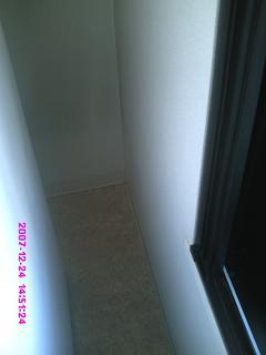 冷蔵庫と窓の間の掃除後