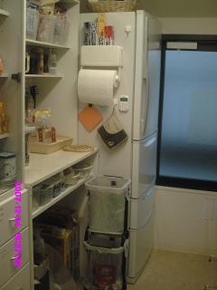 冷蔵庫と食品棚(掃除終了)
