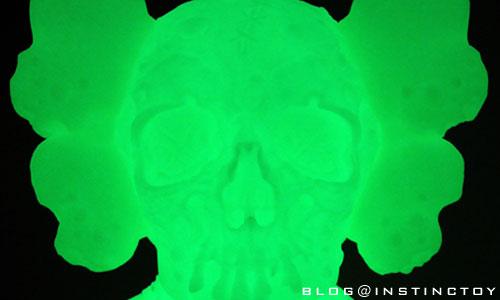 blog-top-kaws-pus-glow.jpg