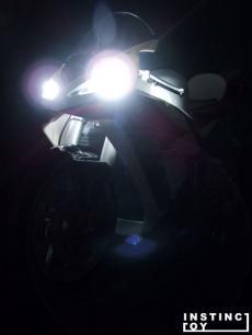 r-01-light.jpg