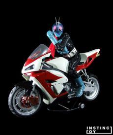 r-1_rider-f1.jpg