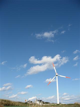 風車のある空