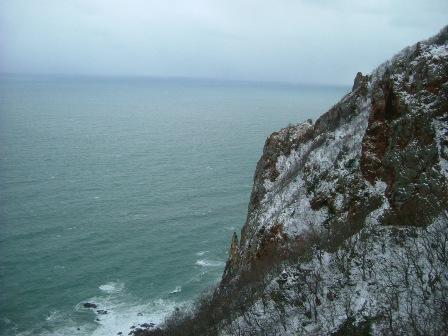 トリコニー岩から窓岩を見る