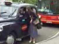 ハプニング!!タクシーvs巻きスカート