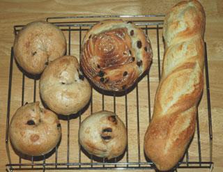 ぶどう酵母のカンパーニュとフランスパンとチョコベーグル
