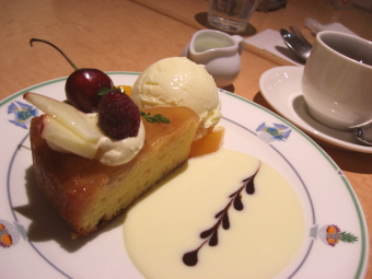 カフェでケーキなど