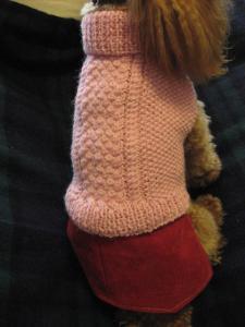 手編みのセーターにリメイクスカートです