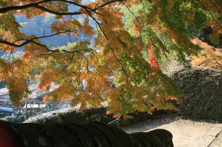 城跡登り口の紅葉