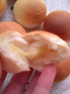 ミニミニチーズパン 中身わったとこ
