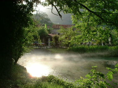 水車小屋レストランの庭園