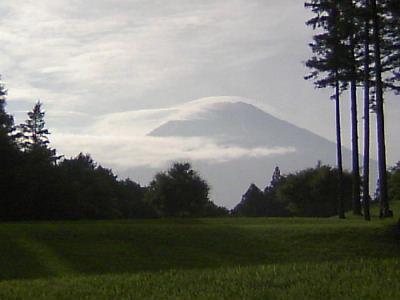 流れ雲の富士2007-08-1