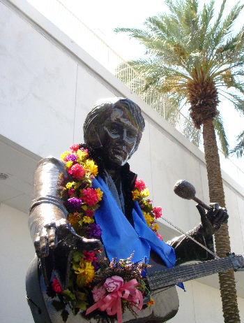 ラスベガスヒルトン・エルビス銅像