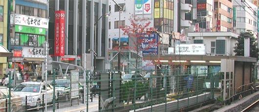 荻窪駅前で