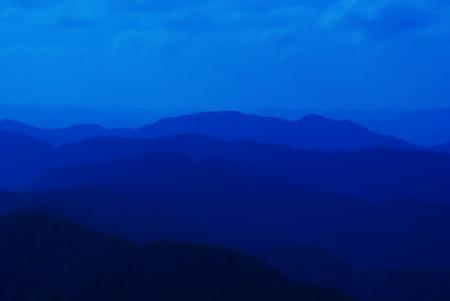 あの山々を越えて…