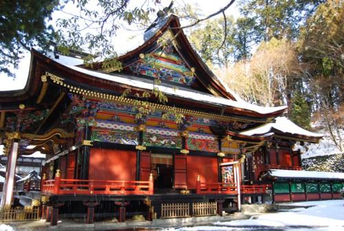 雪をかぶった三峯神社