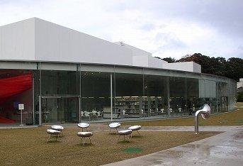 金沢21世紀美術館ベンチ