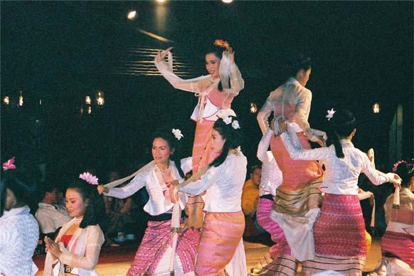 踊りディナー1