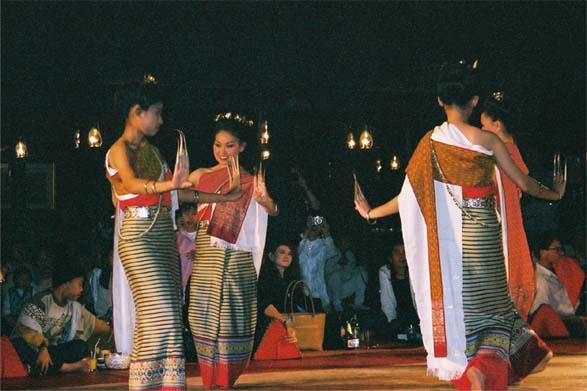 踊りディナー4