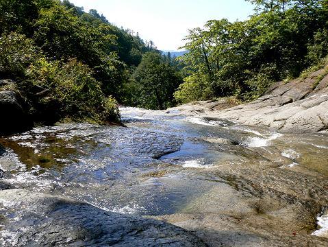 071006 安の滝 上の滝を背に