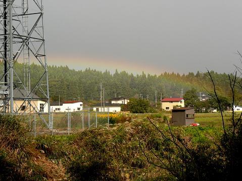 071021 高速下から見る虹