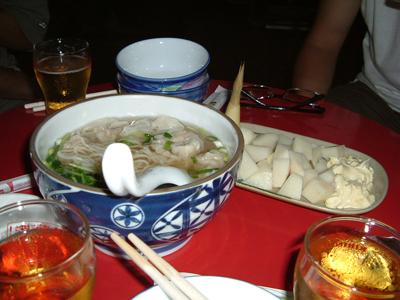 台湾最後の夜に食べた屋台のワンタンメン。
