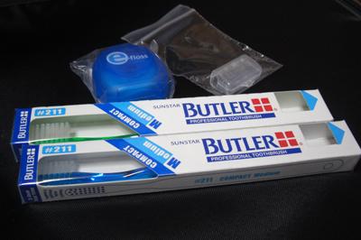 歯ブラシ・フロス・歯ブラシケース。