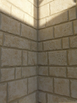 メイン外壁のコーキング色