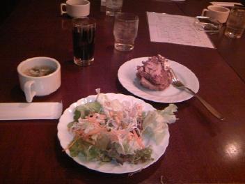食前サラダと・・・