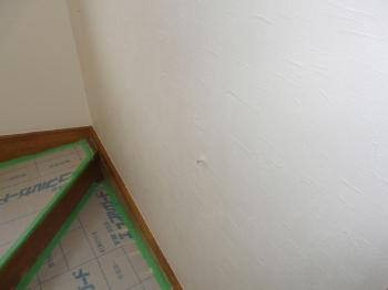 階段クロス貼り完了