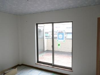 中央部屋の窓