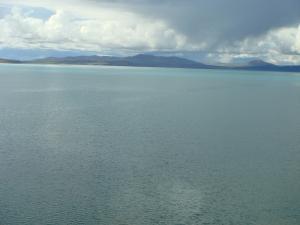ツォナ湖が近い