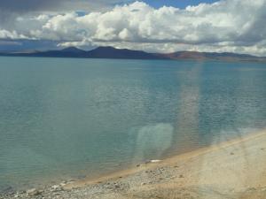 窓から見た湖