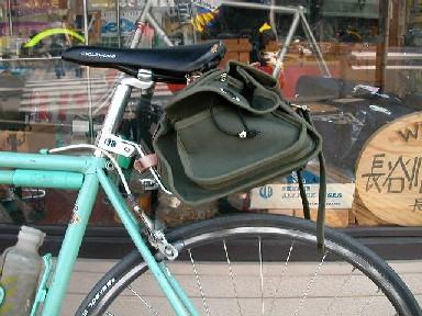 サポーター装着時のバッグ